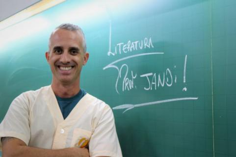 Professor PROF. JANDI